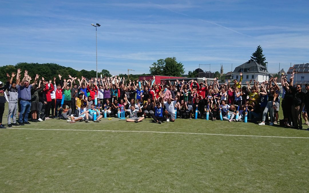 Bowlen, batten und fielden – SCHOOL CRICKET DAY an der AWS